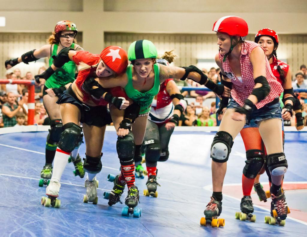 Roller Derby Femminilie: Cherry Bombs contro Rhinestone Cowgirls!