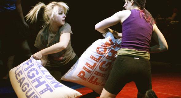 PILLOW FIGHT : CUSCINATE PER SPORT